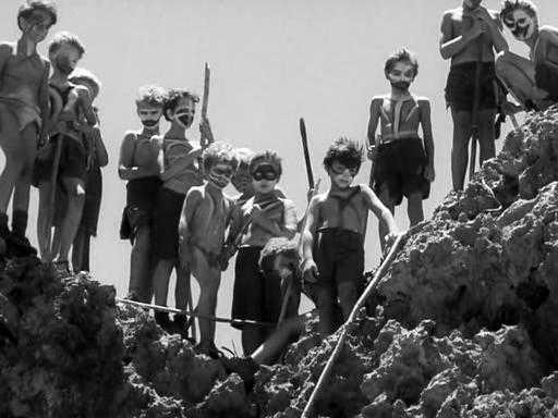 """Ur filmen """"Flugornas herre"""" från 1963."""
