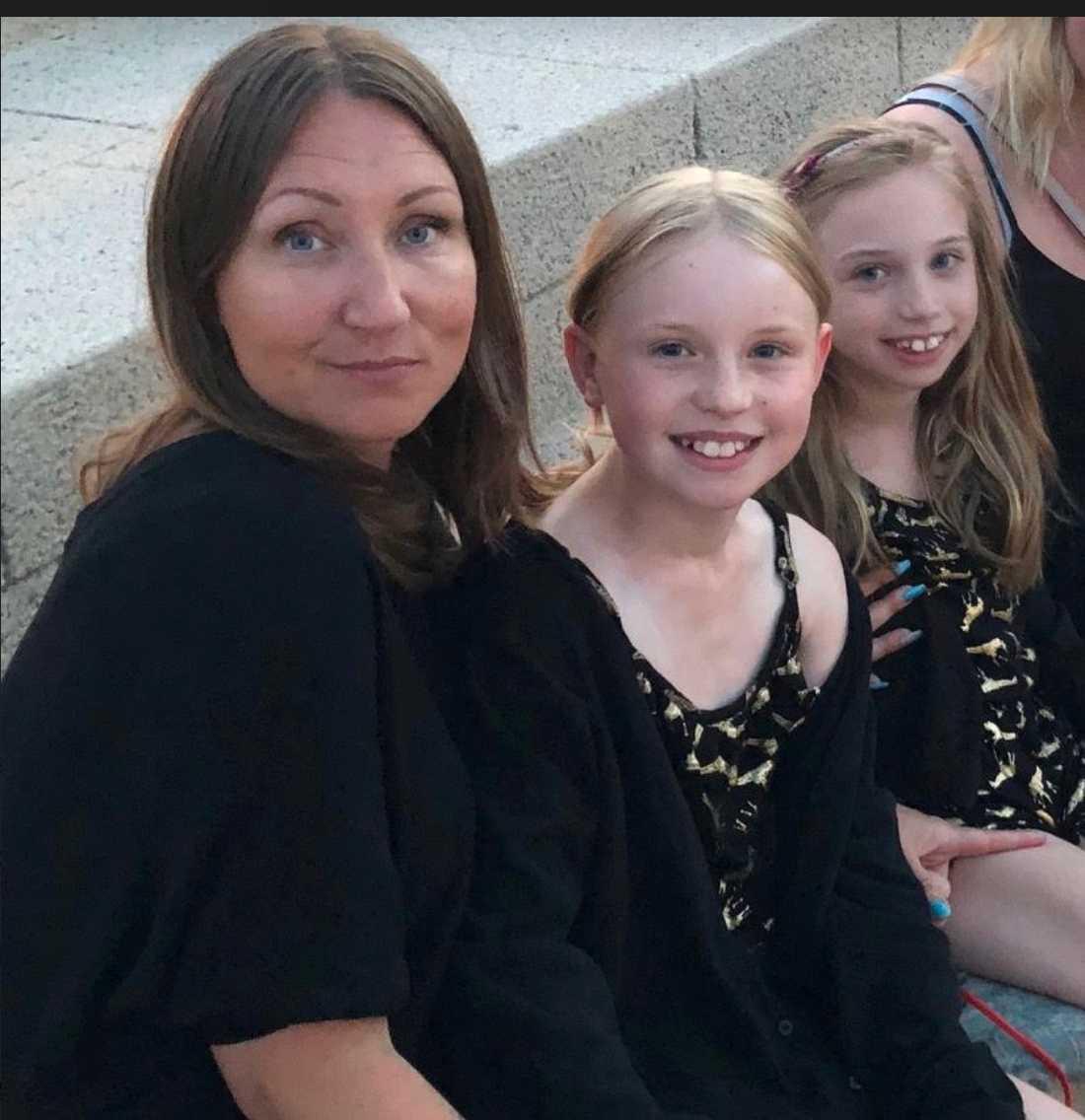 Carina Pahl Skärlind och hennes två döttrar Enya och Meya.