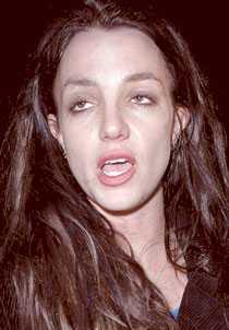 I TRÄSKET Sångerskan Britney Spears, 26, liv är ett enda kaos. En domstol i LA har pekat ut henne som vanemissbrukare.