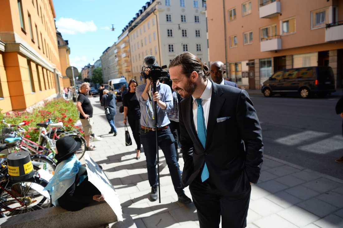 Asap Rockys advokat Slobodan Jovivic utanför rätten.