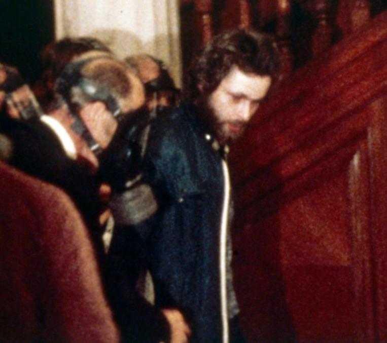Efter sex dagars drama gav Jan Olsson upp. Gisslan släpptes fri och Clark Olofsson återfördes till fängelset i Norrköping.