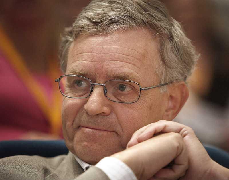 FP:s Carl B Hamilton kräver sänkta ränteavdrag för bolån för att motverka en bostadsbubbla.