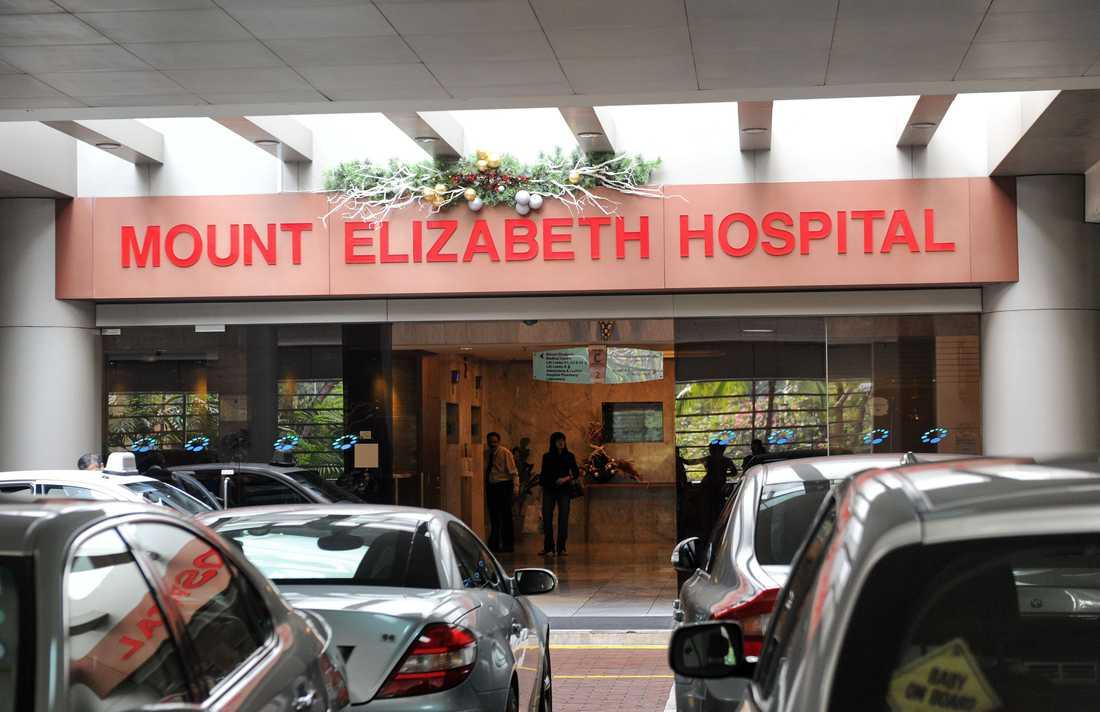 Kvinnan dog av sina skador på sjukhuset i Singapore.