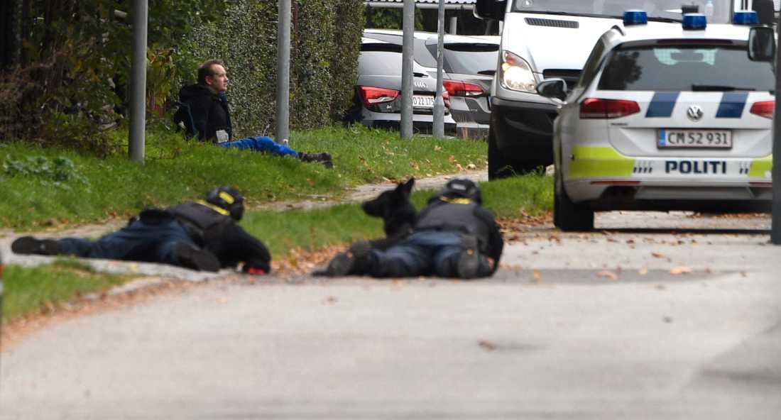 Prickskyttar deltar i polisinsatsen i Danmark.