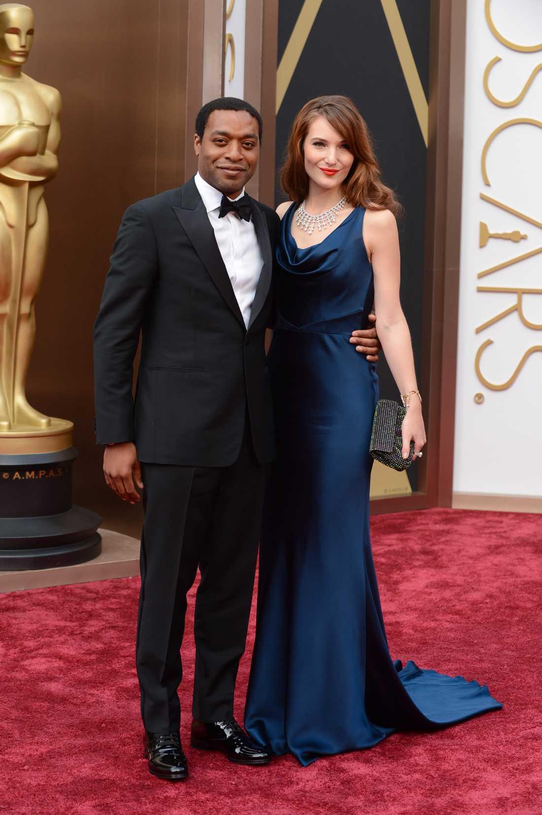 Chiwetel Ejiofor i Rake och Sari Mercer.