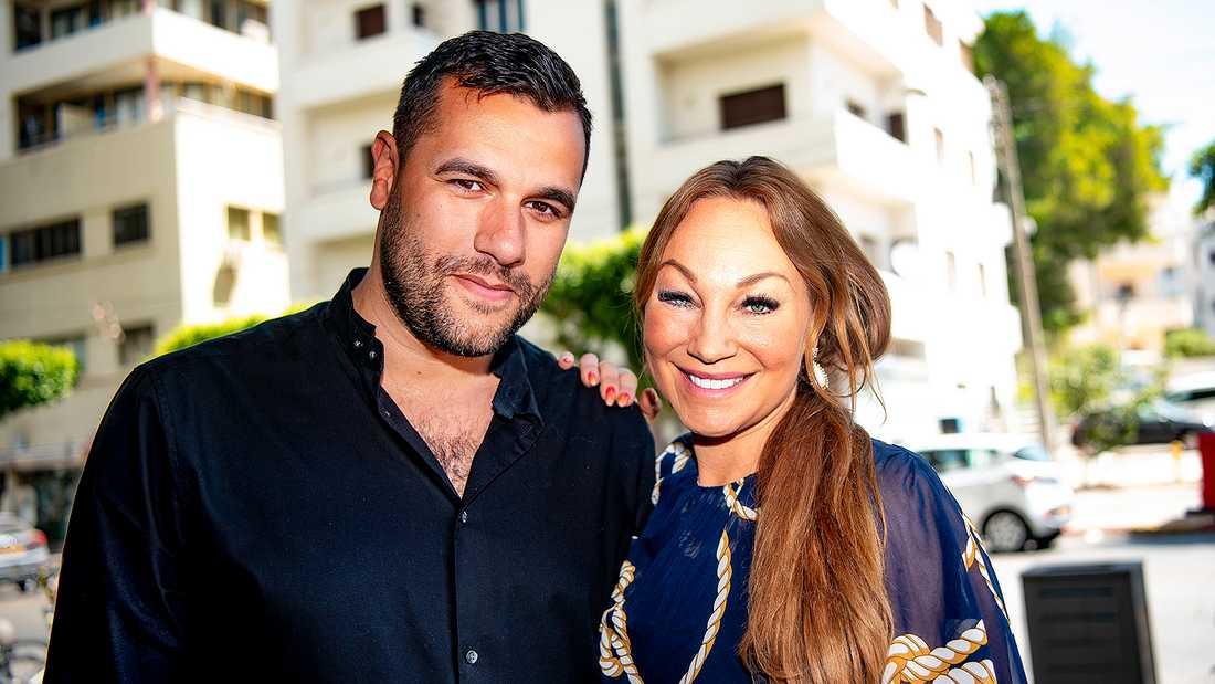 Charlotte Perrelli är i Tel Aviv som kommentator i SVT:s Eurovision-sändningar tillsammans med Edward af Sillén.
