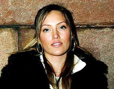 Malin Gudmundsson är nästan identiskt lik Jennifer Lopez. Flera gånger har hon också blivit förväxlad med superstjärnan.