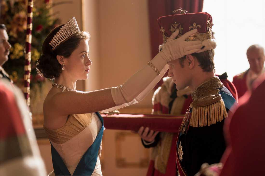 Tv-serien The Crown står bakom kopian av ingången till 10 Downing street.