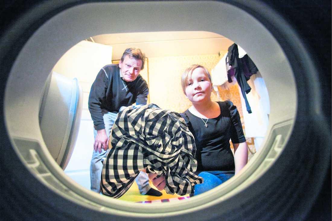 fick ner förbrukningen Anders Kollberg och hans familj har fått ner energiåtgången genom att använda hushållsapparaterna på ett mer effektivt sätt. Tvättmaskinen proppas till exempel alltid så full som möjligt.