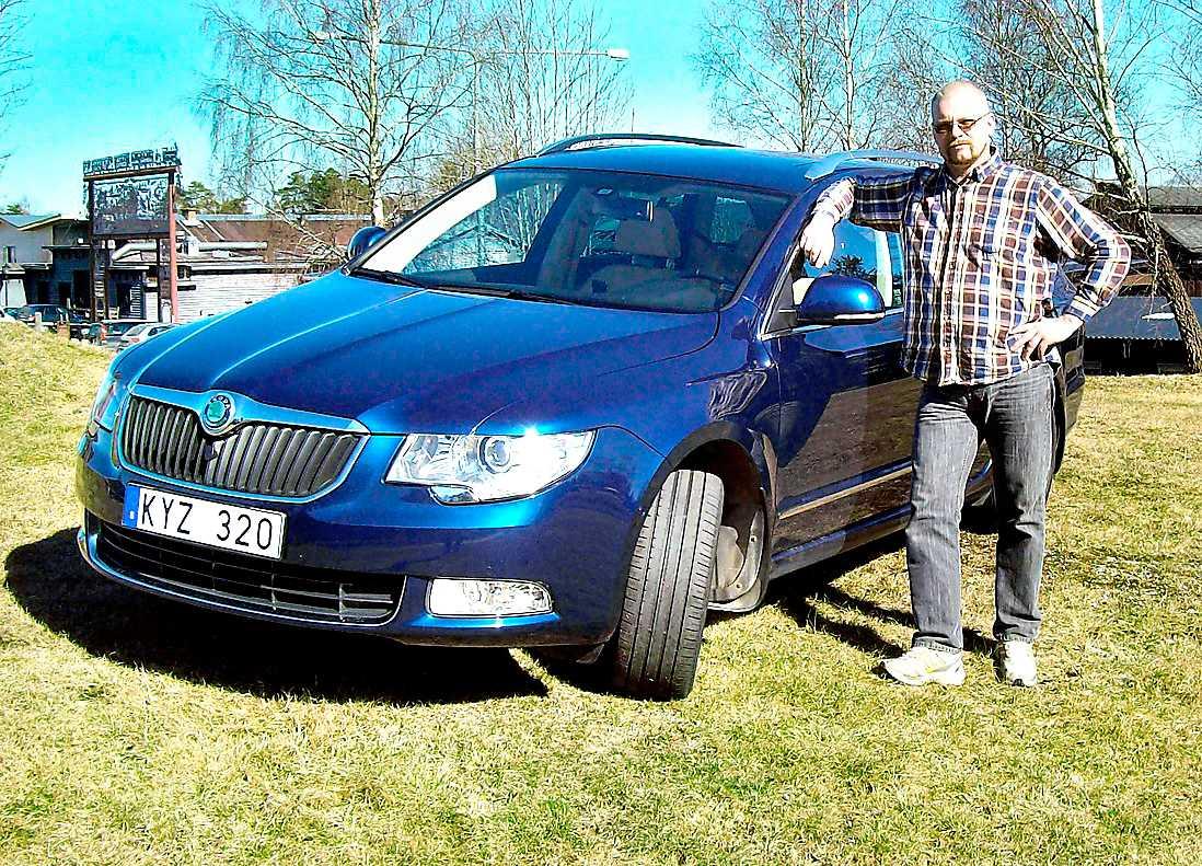 Bo Karlssons Skoda Superb visade sig vara ett måndagsexemplar.  Nu kämpar han för att bli av med bilen innan garantin går ut. Foto: ULF LAVEBORG