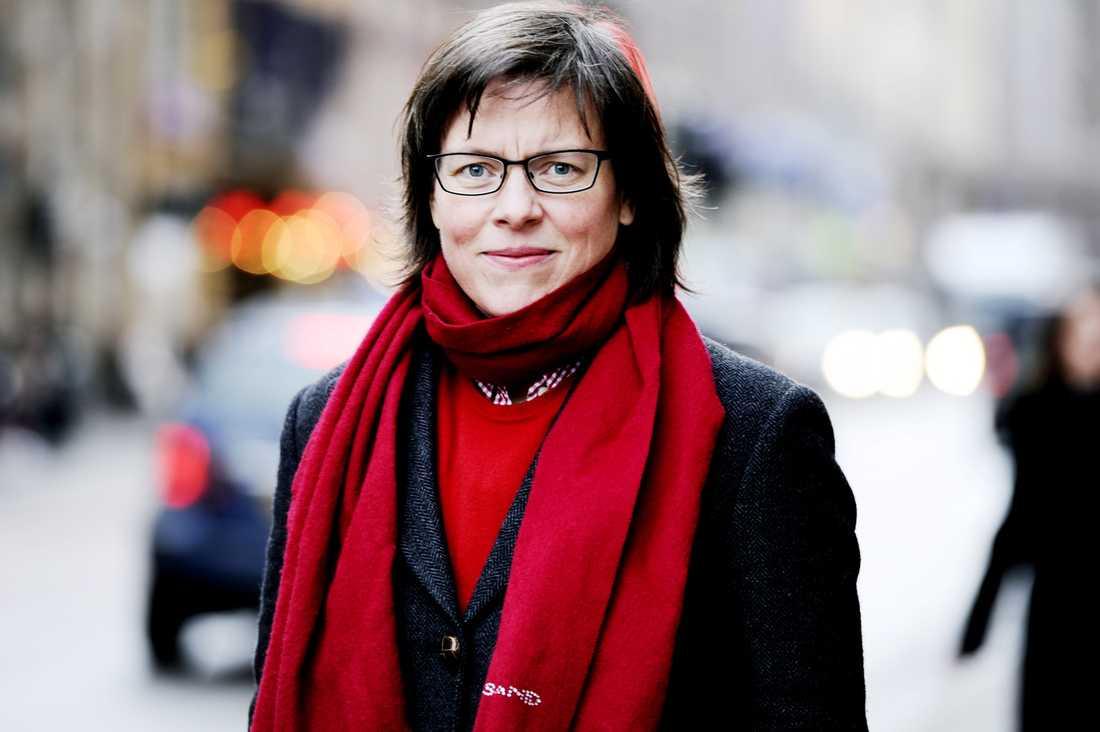 """Lena Andersson skildrar en uppväxt präglad av klassklyftor i förortsskildringen """"Var det bra så?"""". Boken har hyllats och valts till årets bok i """"Stockholm läser""""."""