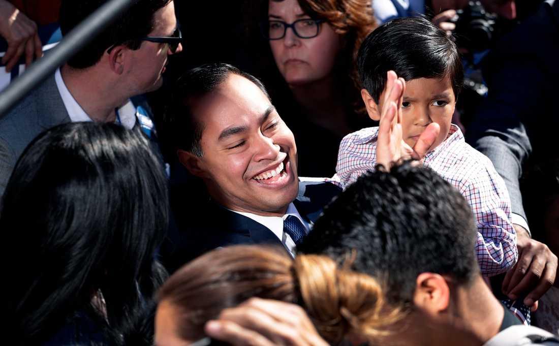 Demokraten Julián Castro, som tidigare varit bostads- och stadsplaneringsminister i Barack Obamas regering och borgmästare i San Antonio i Texas vill bli USA:s president.