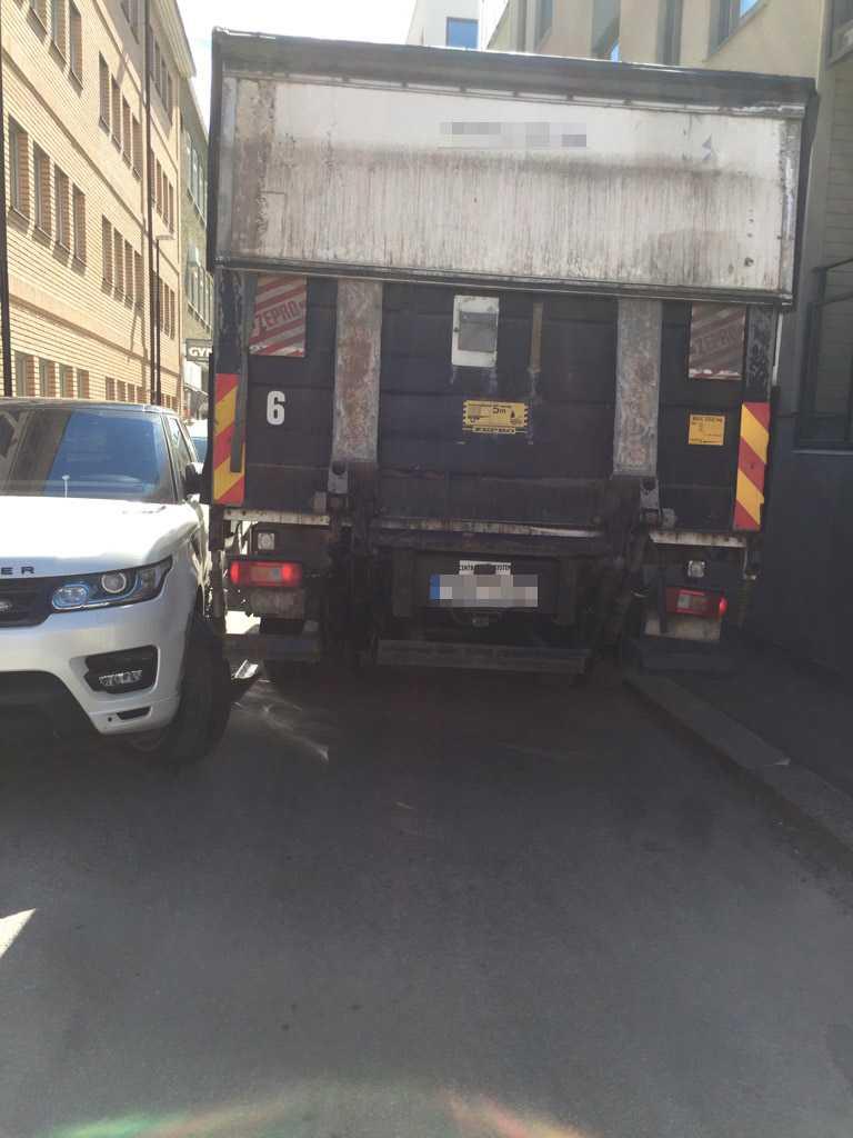 Här far lastbilen fram.