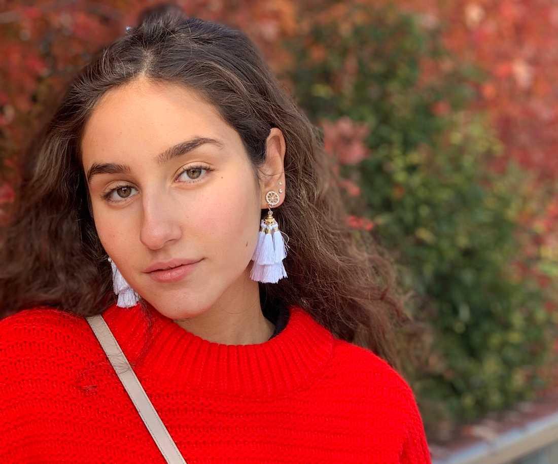 """Salina Sebghati skapade Facebook-gruppen """"Ställ INTE in vår student, SKJUT upp den istället""""."""