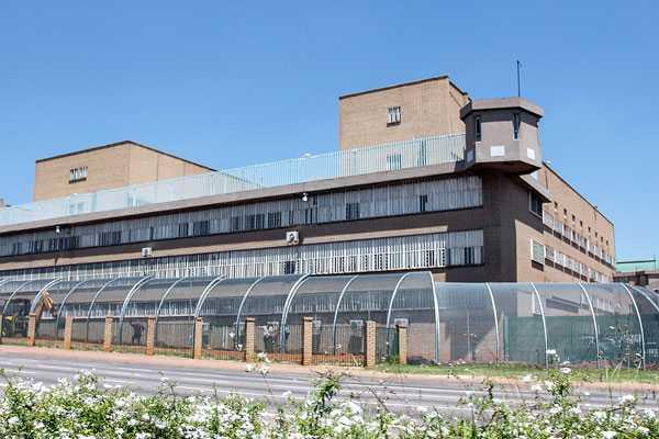 Vy utifrån Pretoria Central Prison där Pistorius kan hamna. Foto: Barcroft Media