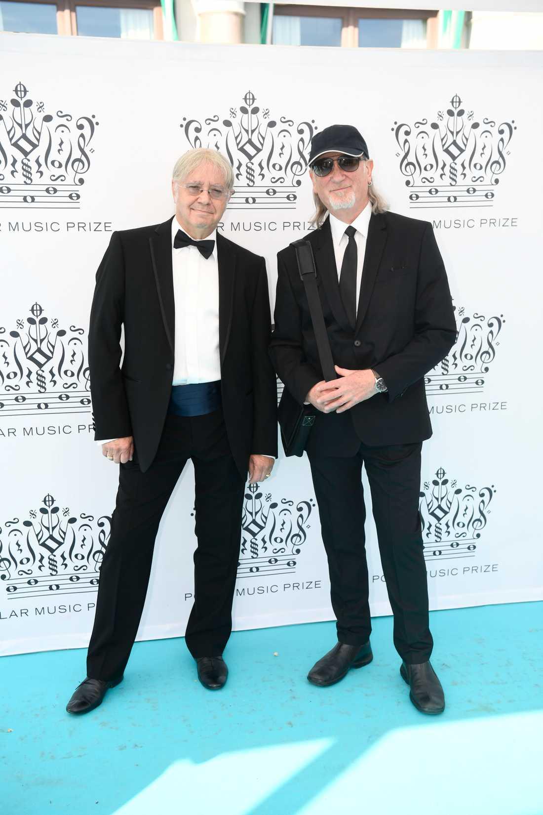 Prisutdelarna och Deep Purple-medlemmarna Ian Paice och Roger Glover.