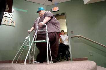 GÅR IGEN I dag är Patrick Deuel bara hälften av den man han en gång var. Hans dröm är att halvera vikten ytterligare en gång och komma ner till den vikt han hade när han gick i sjätte klass - 108 kilo.