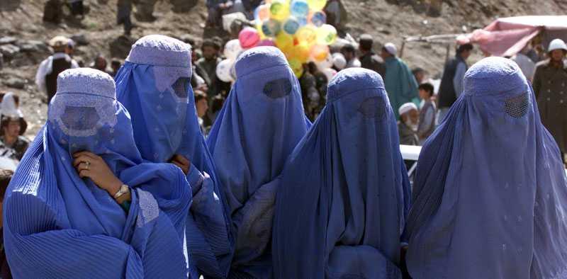 Poliser eller inte? Polisen i Dhaka i Bangladesh använder sig av ett nytt grepp för att fånga ficktjuvar. De klär ut sig till kvinnor. Ibland till och med i burka.