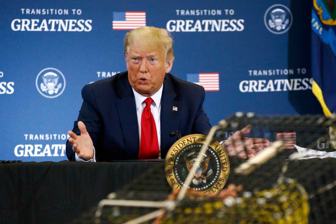USA:s president Donald Trump hotar med tullar mot EU under ett konvent i Maine.