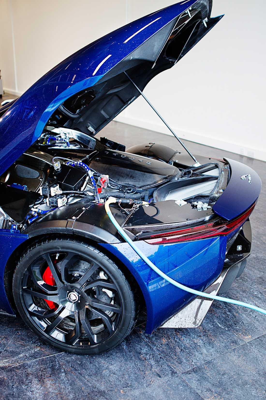 Batterierna återladdas på 40 minuter. Samma sak gäller dessvärre inte för däcken.
