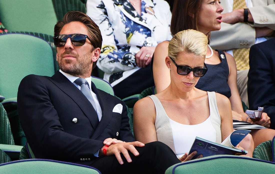 I somras var Henrik Lundqvist hemma i Europa och hann bland annat med tennistittande i Båstad och i Wimbledon. Här med hustrun Therese.
