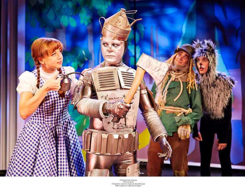 """Klassiker I nyskriven form. """"Trollkarlen från Oz"""" är en underhållande musikal för såväl gammal som ung."""