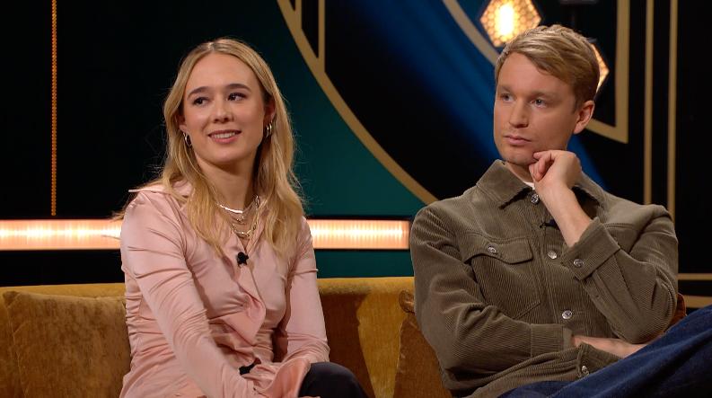 Alba August och Björn Gustafsson gästar Carina Bergfeldt i SVT.