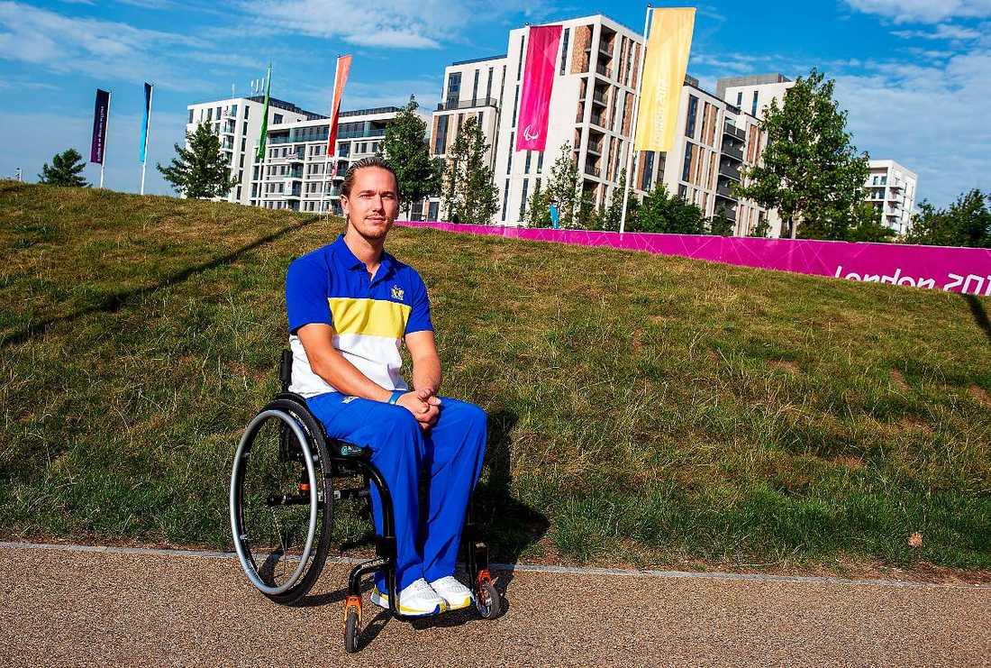 JAGAR GULD I LONDON För tolv år sedan var Tobias Sandberg och hela hans familj med om en svår bilkrasch i Tyskland. I dag är Tobias stjärna i det svenska landslaget i rullstolsrugby.