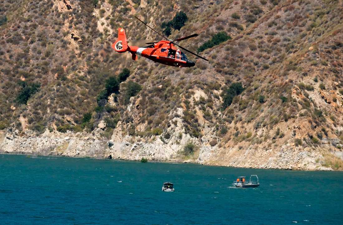 Helikoptrar söker efter Naya Rivera i sjön i Los Padres National Forest, norr om Los Angeles.