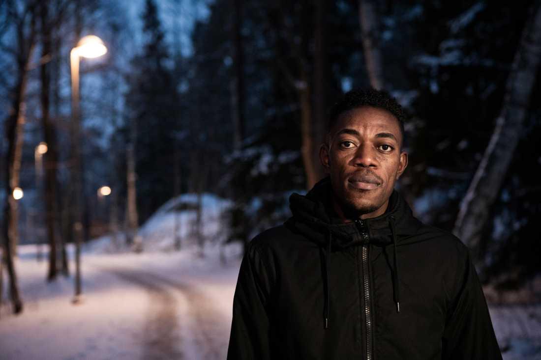 Olivier Matanda bor sedan två år i Sverige efter 24 år på flykt.