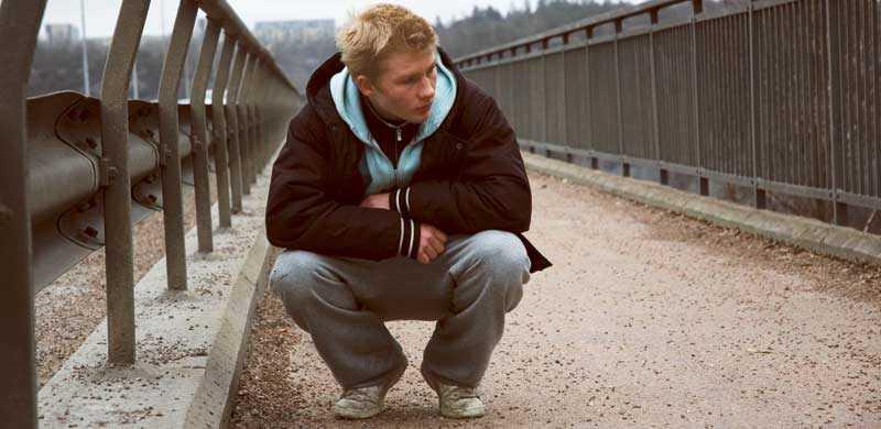 Amatören Sebastian Hiort af Ornäs lyser starkt i titelrollen.