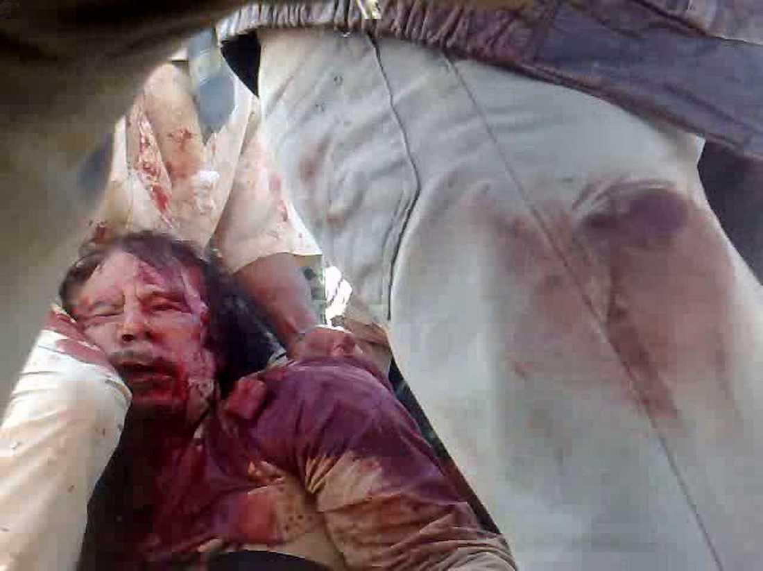 Gaddafi misshandlades efter gripandet.