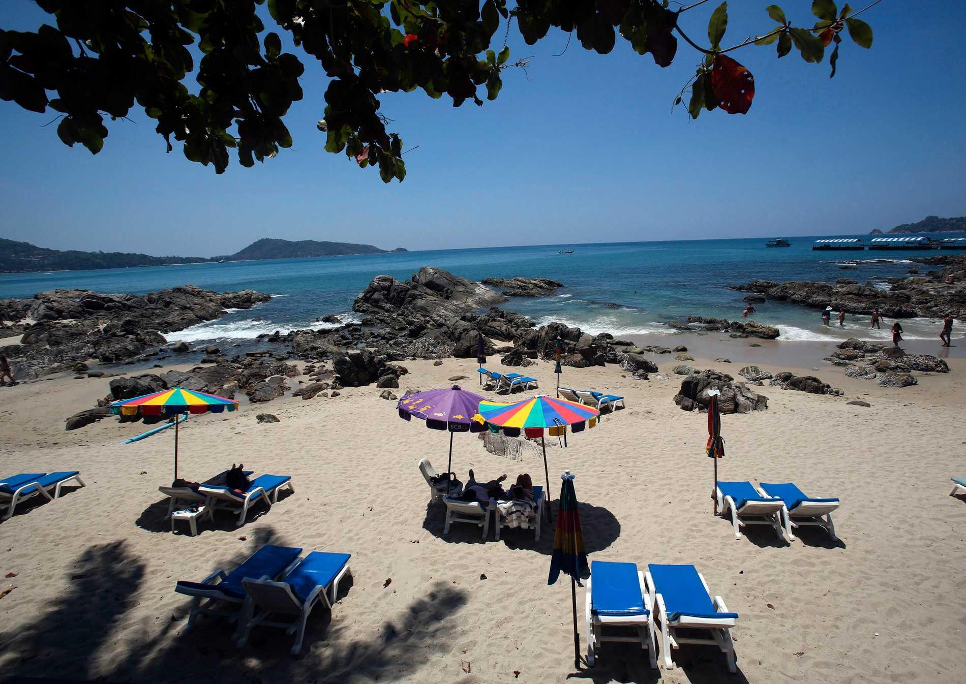 En strand i Patong i Phuket i Thailand. Snart kanske turisterna kan återvända? Arkivbild.