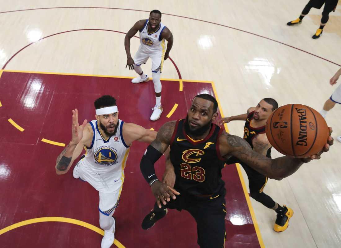 LeBron James byter Cleveland Cavaliers mot Los Angeles Lakers. Arkivbild.