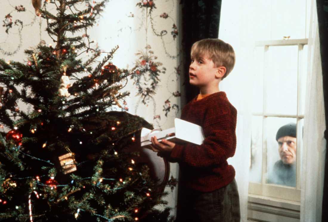 """Macaulay Culkin gjorde en kritikerrosad rollinsats som Kevin i """"Ensam hemma"""". Här med Joe Pesci, som spelar en av skurkarna i filmen."""