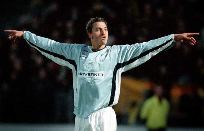 """""""Jag ska slå ned som en blixt i allsvenskan"""", sa Zlatan inför allsvenskan 2001. I premiären hemma mot AIK gjorde han två mål."""