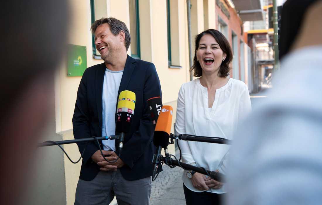De grönas två språkrör Robert Habeck och Annalena Baerbock har anledning att vara glada.