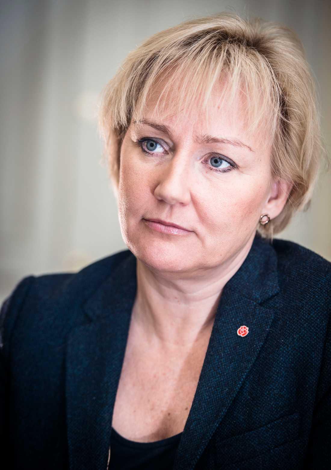 Helene Hellmark Knutsson var minister i den förra regeringen. I den nya regeringen som tillträdde i januari 2019 var hon ersatt.