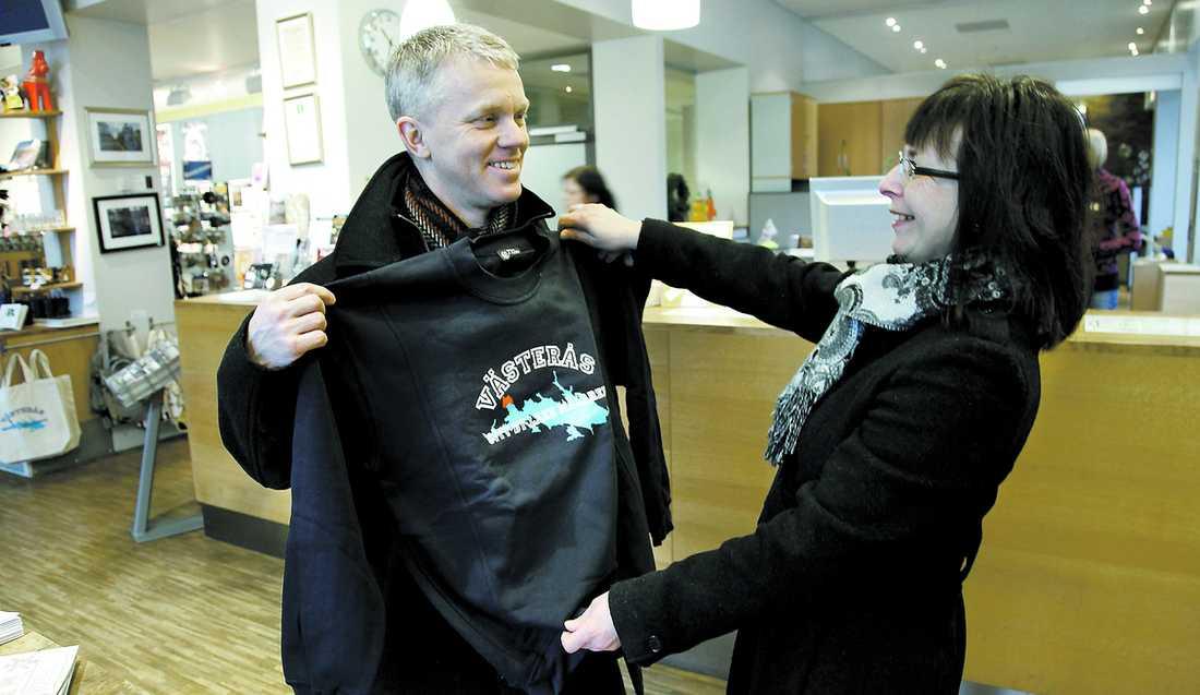 """""""KAN BLI RIKTIGT BRA"""" Oscar, 49, fick gå när hans företag skulle banta personalen. När han blev lockad med jobbi Västerås nappade han – och sambon Marie, 53, följde med."""