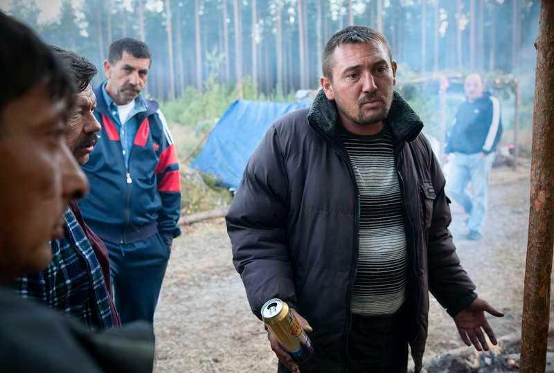 """Kris i Bulgarien """"Jag kommer hellre hit än stannar hemma i Bulgarien där det är kris och inte finns några jobb. Vi väntar på blåbären och hoppas"""", säger Tony Tomov trots att det är dåligt med bär i skogen."""