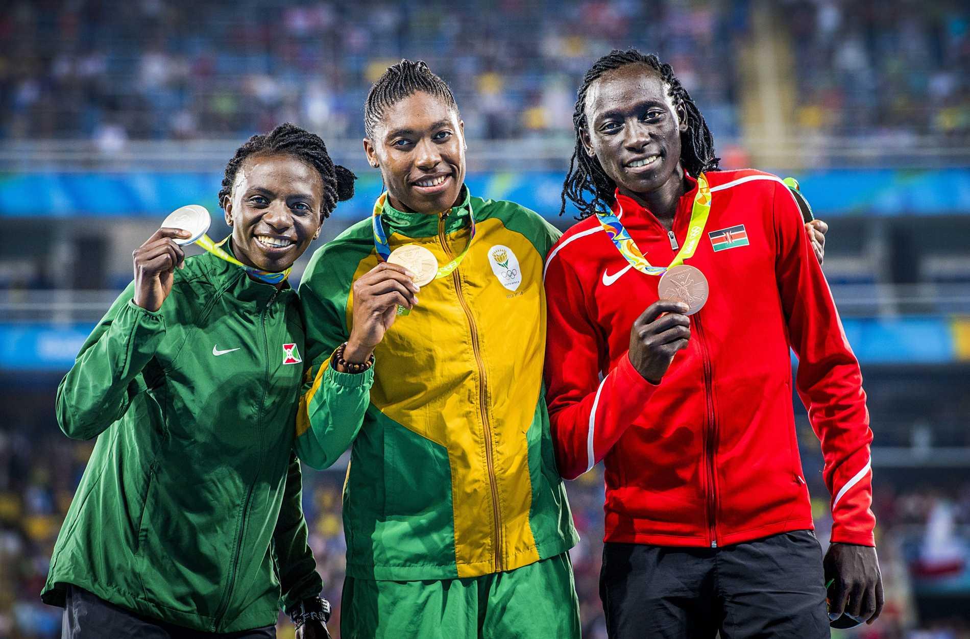 Francine Niyonsaba, Caster Semenya,och Margaret Nyairera Wambui på pallen i Rio 2016