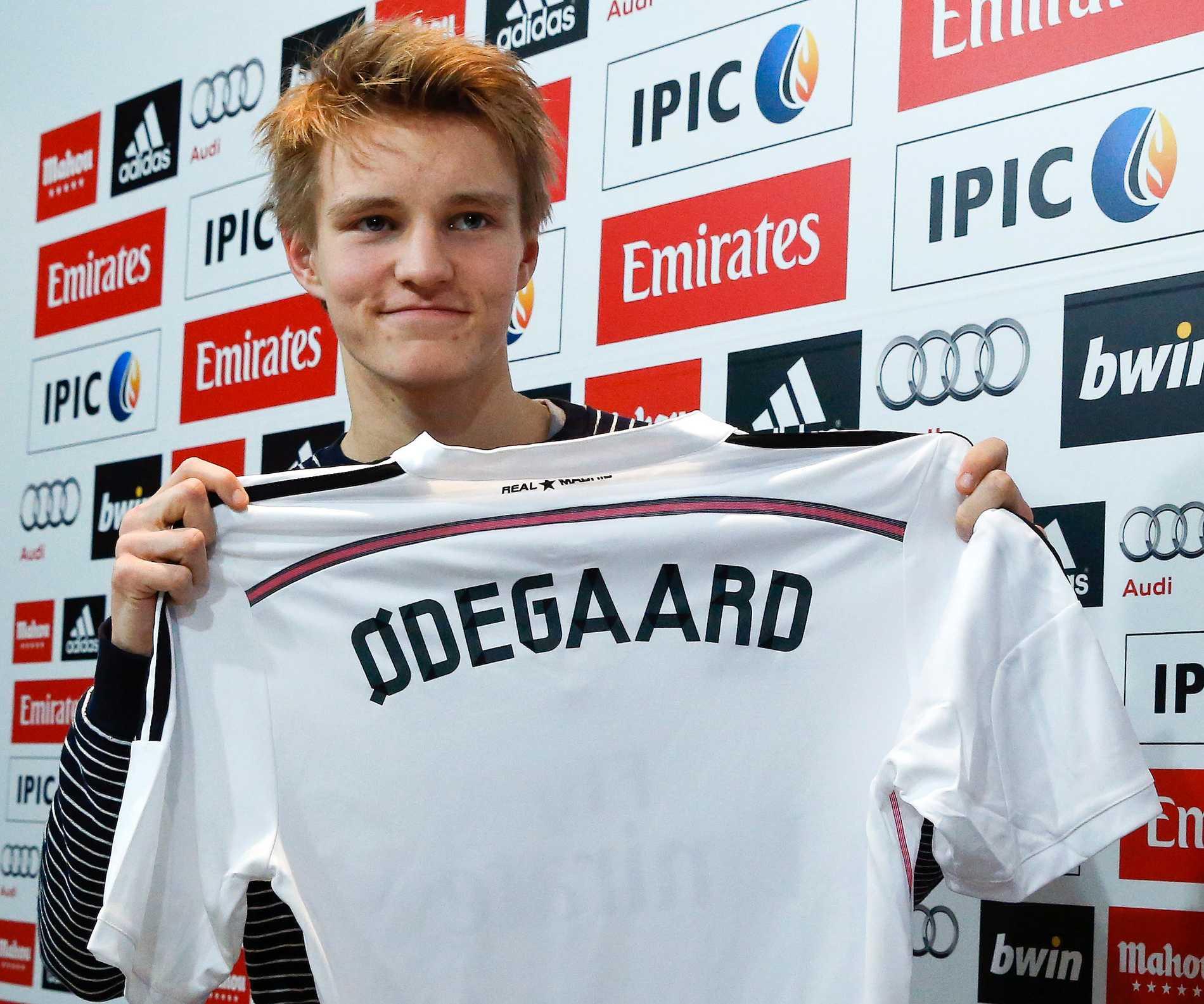 Martin Ödegaard med nya matchtröjan.
