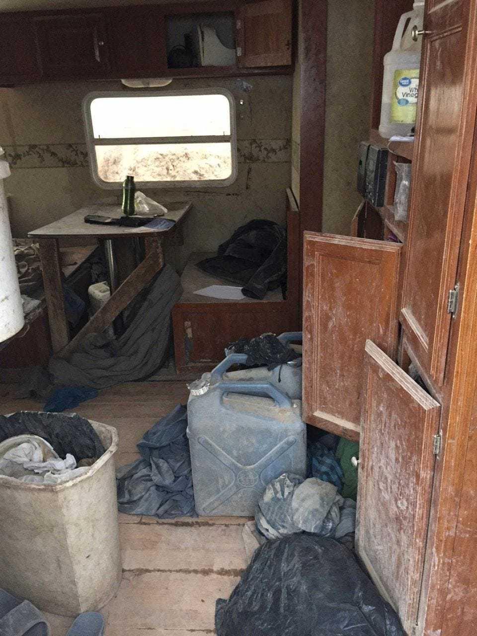 Här hittades de 11 barnen utmärglade och smutsiga.