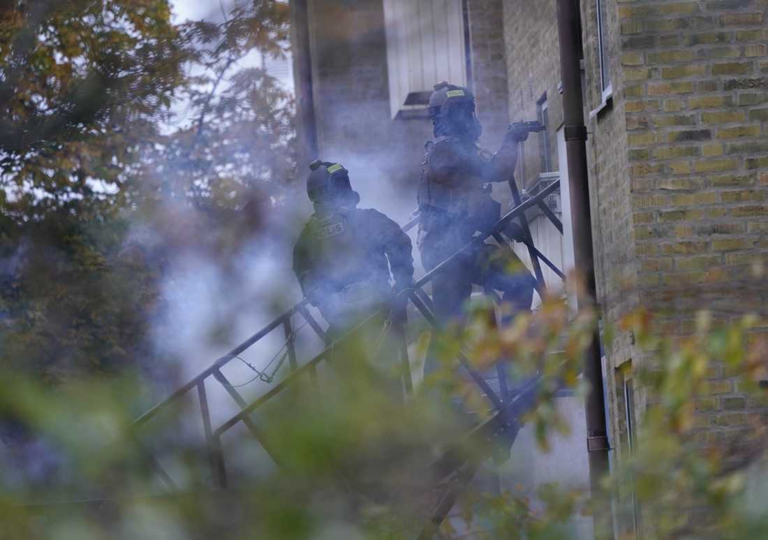 Stort polispådrag utanför lägenhet i Gamla Limhamn på torsdagen.
