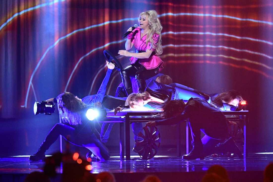 """Nanne Grönvall framför låten """"Carpool Karaoke"""" under fredagens genrep inför deltävling fyra av Melodifestivalen i Malmö Arena i Malmö."""