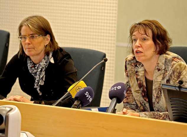 Presskonferens om helikopterrånet vid Södertörns tingsrätt. Från höger Catarina Barketorp och Marianne Forsberg.