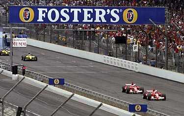 Skandalen ett faktum. Efter långa resultatlösa möten och hårda konflikter mellan Fia och däcktillverkaren Michelin valde sju stall att bojkotta F1-loppet i Indianapolis –en av tidernas värsta skandaler inom motorsporten.