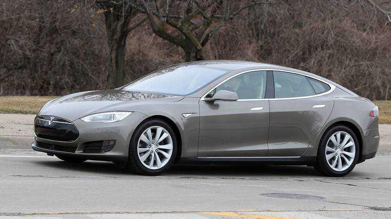 Tesla Model S har autopilot.