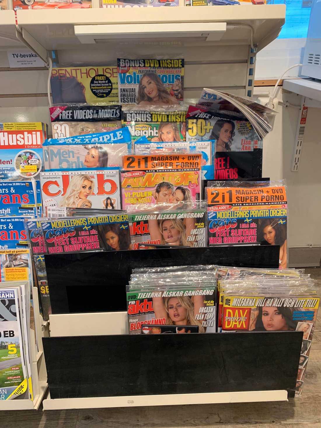 Inne på pressbyrån i Östersund fanns en sektion med porrtidningar – placerad på golvnivå.