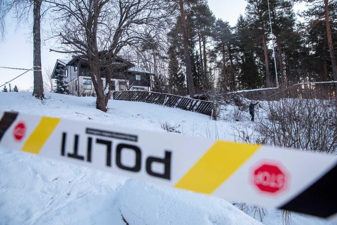 Polisavspärrning vid familjen Falkevik Hagens bostad i Fjellhamar.
